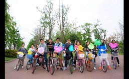 Chengdu New World Department Store organized bicycle trip to San Sheng Hua Xiang.