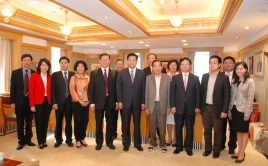 Dr Cheng Yu Tong, Chairman of New World Group Meets with Shaanxi Government Officials